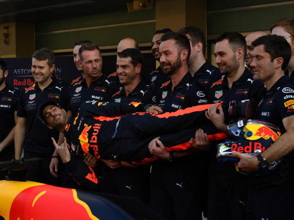 Auch Daniel Ricciardos letztes Teamfoto wurde zur Besonderheit