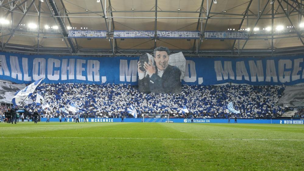 Nach seinem Tod wurde Rudi Assauer von den Schalker Fans geehrt