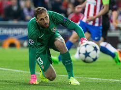 Atlético Madrid-doelman Jan Oblak kijkt de bal na tijdens het Champions League-duel Atlético Madrid - Bayer Leverkusen (15-03-2017).