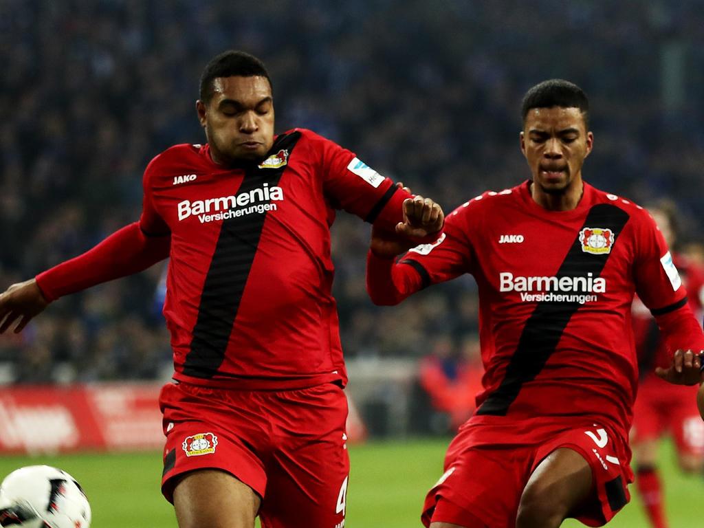 Bayer Leverkusens Jonathan Tah (l.) und Benjamin Henrichs reisen nicht nach Aserbaidschan