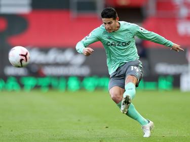 James Rodríguez golpea un esférico ante el Southampton.