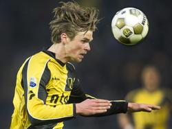 Kees Luijckx kopt names NAC Breda een bal weg in het duel met NEC. (13-04-2013)