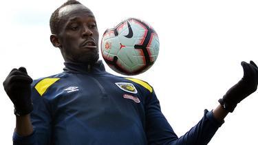 Usain Bolt gibt sein Debüt als Fußballer