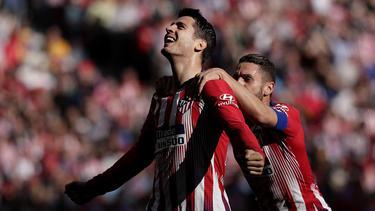 Morata celebra un tanto en el Wanda.