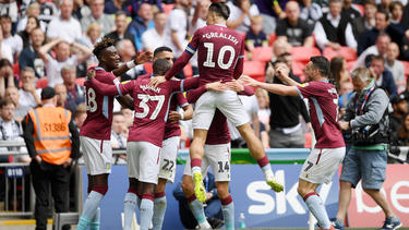Aston Villa siegte im Wembley-Stadion knapp mit 2:1