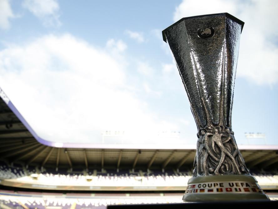 De beker van Europa League staat in Brussel voorafgaand aan het duel van Anderlecht - Manchester United. (13-04-2017)
