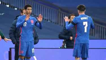 Jude Bellingham (l.) vom BVB feierte sein Debüt für die englische Nationalmannschaft