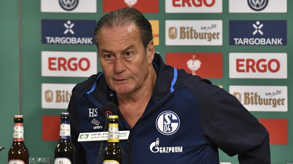 Huub Stevens agiert gegen den SSV Ulm nochmal als Coach des FC Schalke 04