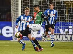 Muhammed Mert (m.) met zijn oude club NEC Nijmegen in actie tegen FC Eindhoven speler Fries Deschilder. (16-01-2015)