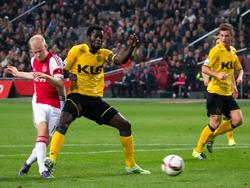 Binnen het half uur is de wedstrijd al beslist, wanneer Davy Klaassen (l.) de 3-0 binnen schuift tegen Roda JC. (31-10-2015)