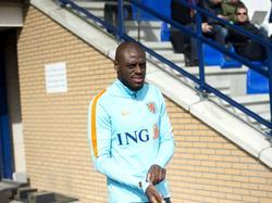 Bruno Martins Indi begeeft zich richting het trainingsveld van Oranje (21-03-2017).