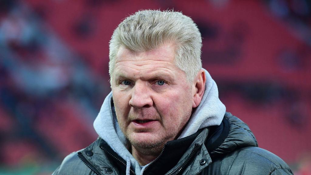 Stefan Effenberg blickt auf die Situation des FC Bayern