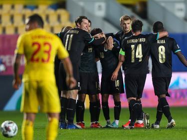 Alessandro Schöpf (m.) traf zum Sieg und wurde von den Mitspielern geherzt