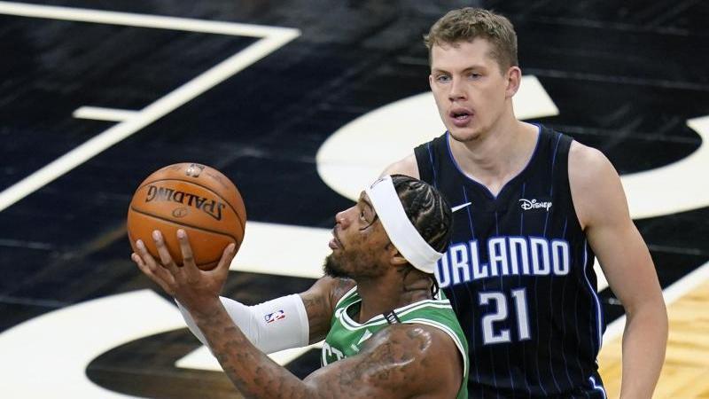 Moritz Wagner (r.) möchte sich in der NBA durchsetzen