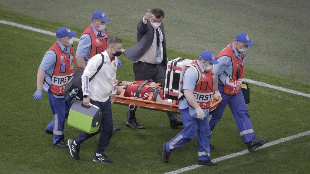 Mario Fernandes musste verletzt vom Platz getragen werden