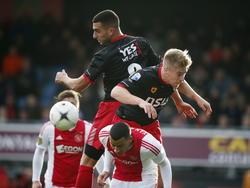 Excelsior-spelers Adil Auassar (l.) en Tom van Weert (r.) torenen boven Ajacied Ricardo van Rhijn (onder) uit in het duel tegen Ajax. (21-12-2014)