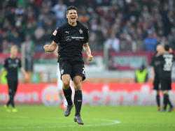 Gómez celebrando los tres puntos después del final del partido. (Foto: Getty)
