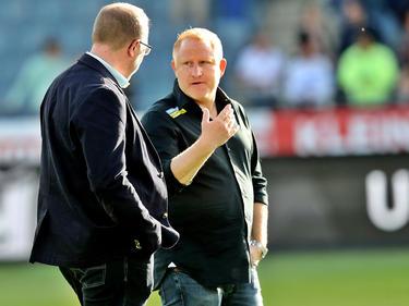 Sturm-Trainer Heiko Vogel (r.) bekommt es mit seiner Mannschaft mit Ajax Amsterdam zu tun