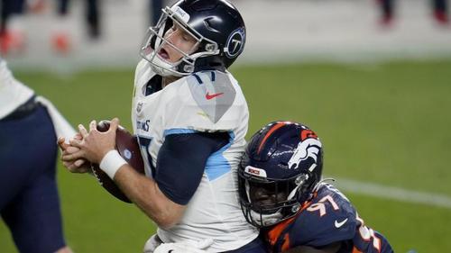Die Tennessee Titans um Quarterback Ryan Tannehill (l.) mussten ihr Trainingsgelände schließen