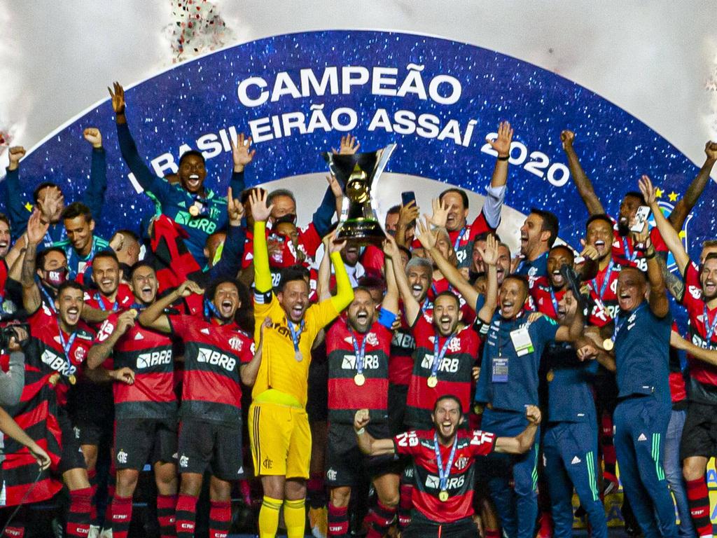 El Flamengo levanta el trofeo de campeón de Liga.
