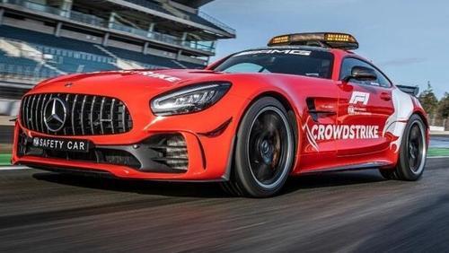 Das Safety-Car von Mercedes ist 2021 erstmals in roter Lackierung unterwegs