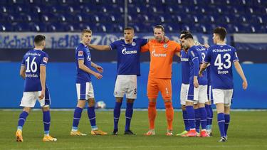 Ralf Fährmann (4.v.l.) soll beim FC Schalke 04 bleiben