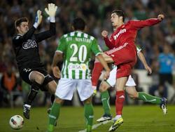 Cristiano Ronaldo (r.) tunnelt Fabricio (l.) zum 1:2