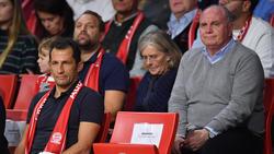 Hasan Salihamidzic (l.) erklärte sich nach dem 5:1-Sieg der Bayern