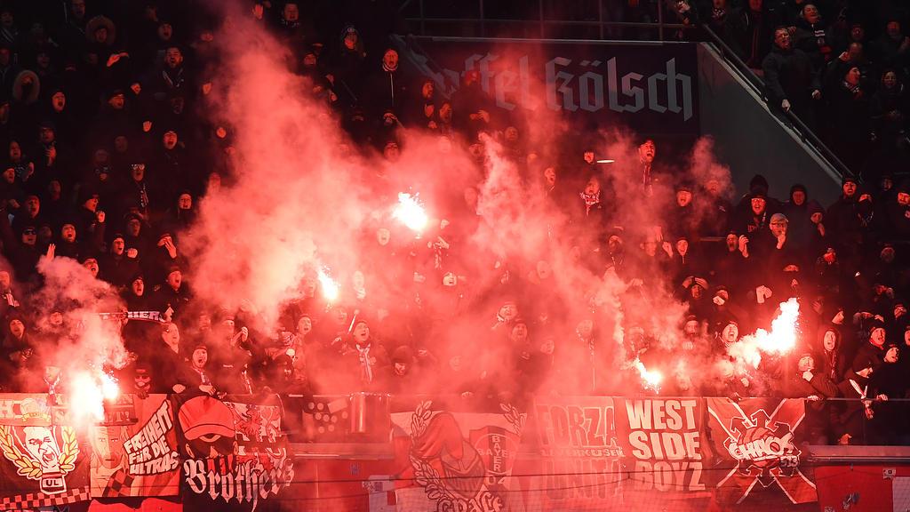 Die Fans des 1. FC Köln brannten Pyrotechnik ab