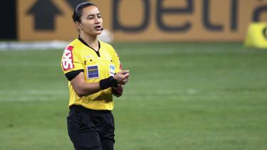 Edina Alves Batista pfeift bei der Klub-WM