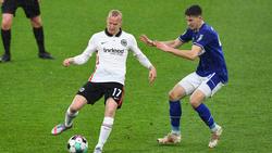 Sebastian Rode (l.) geht nach der Pleite von Eintracht Frankfurt mit sich und dem Team hart ins Gericht