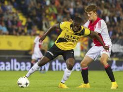 Isak Ssewankambo (l.) wint een duel van Lucas Andersen (r.) tijdens NAC Breda - Ajax. (27-09-2014)