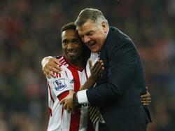 Jermain Defoe (l.) verlängert bei Sunderland bis 2019