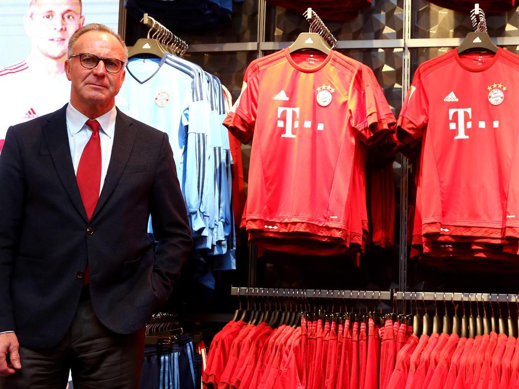 Der Merchandising-Umsatz des FC Bayern liegt bei 96,9 Millionen Euro