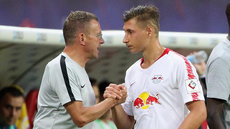Ralf Rangnick (li.) und sein Team stehen in den Playoffs der Europa-League-Qualifikation