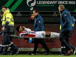 Darryl Lachman moet met een brancard van het veld in de slotfase van de wedstrijd Excelsior - Willem II. De verdediger loopt een enkelblessure op na een charge. (25-02-2017)