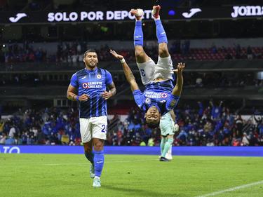 Orbelín Pineda celebra su gol con una cabriola.