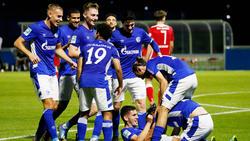 Schalker Jubel nach dem 5:3-Erfolg gegen Rot Weiss Ahlen