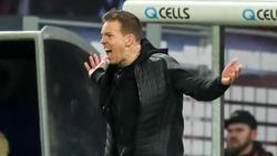 Julian Nagelsmann von RB Leipzig regt sich während des Spiels gegen Gladbach am Spielfeldrand auf