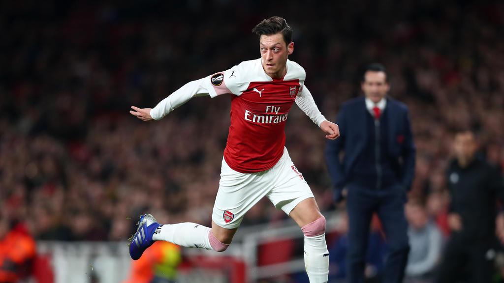 Mesut Özil bereitete einen der drei Arsenal-Treffer gegen Baryssau vor