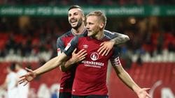 Hanno Behrens (r.) und Mikael Ishak wollen auch in der 2. Liga für Nürnberg spielen