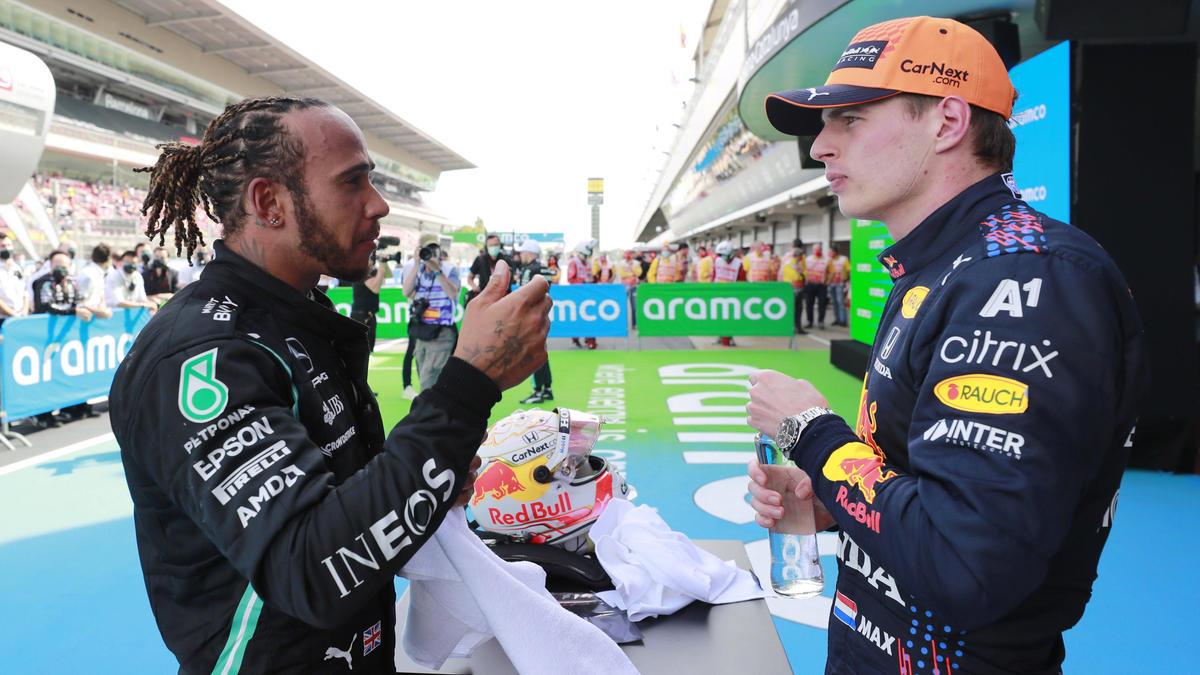 Lewis Hamilton und Max Verstappen liefern sich ein enges WM-Duell