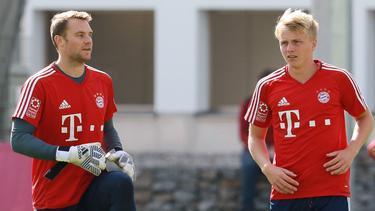 Götze (re.) wurde beim FC Bayern von Neuer (li.) unterstützt