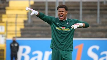 Torwarttalent Noah Atubolu verlängert beim SC Freiburg