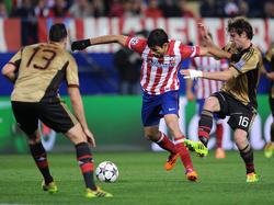 Costa hält sich den Gegner vom Leib