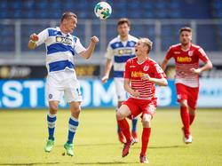 Stanislav Iljutcenko (l.) bleibt weiterhin in Duisburg