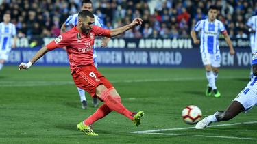 Benzema hace el empate en el interior del área. (Foto: Getty)