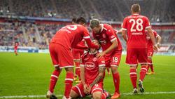 Düsseldorfer Jubel nach dem Golden Tor zum 1:0