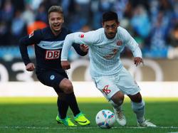 Fathi im Duell mit seinem ehemaligen Mitspieler