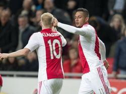 Ricardo Kishna viert zijn doelpunt samen met Davy Klaassen. Kishna scoorde zojuist de 1-0 tegen FC Groningen (16-01-2015).